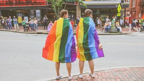 Fréquenter des organisations lesbiennes